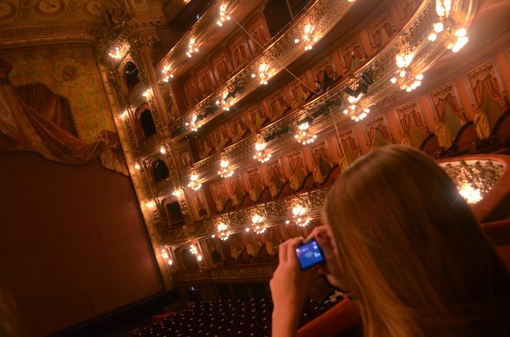 72 Hours in Buenos Aires - A visitor taking shots of the Colon Theater